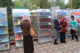 Outdoor library opened in southern Osh city