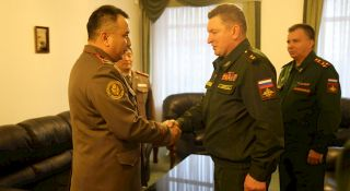 Chief of General Staff of Kyrgyz Armed Forces meets Russian Armed Forces Commander